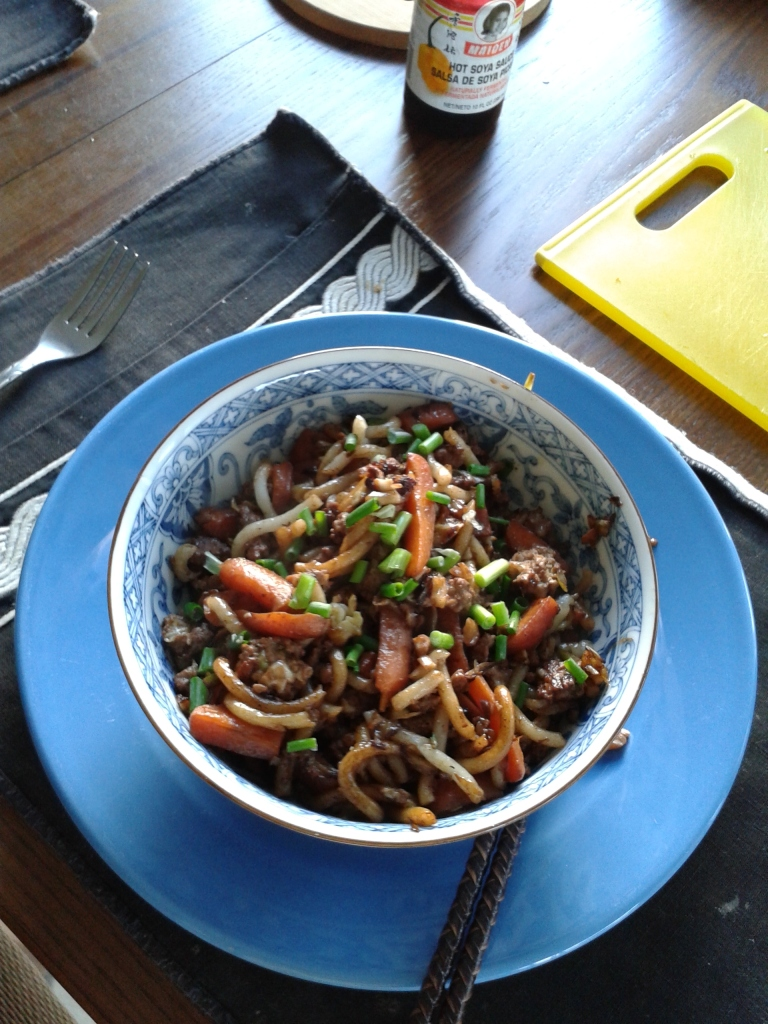 Udon with ground pork and carrots