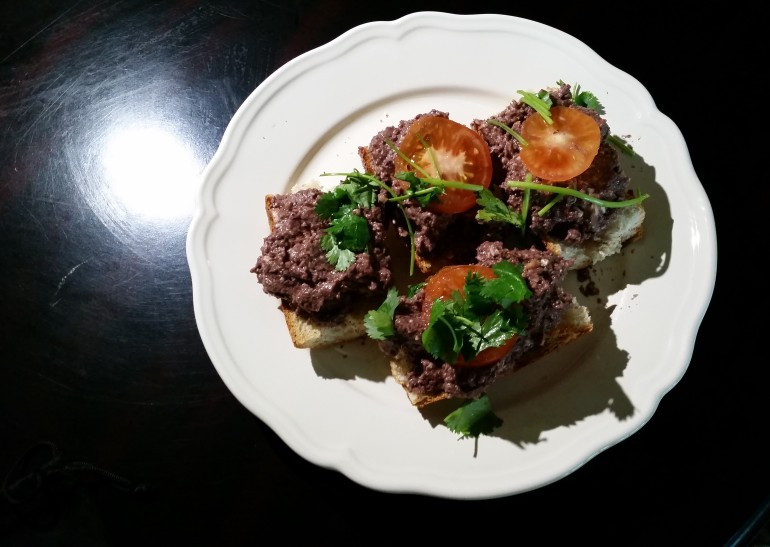Olive mushroom spread