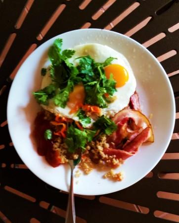 quinoa bacon egg brunch.jpg
