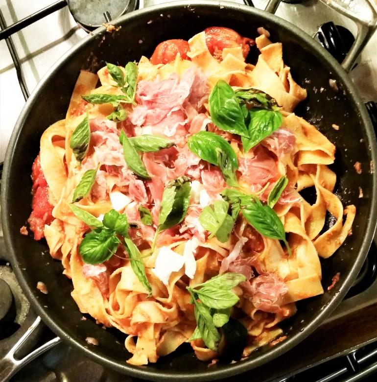 pappardelle prosciutto fresh mozzarella