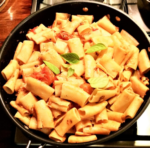 rigatoni with whole tomatoes and toasted garlic