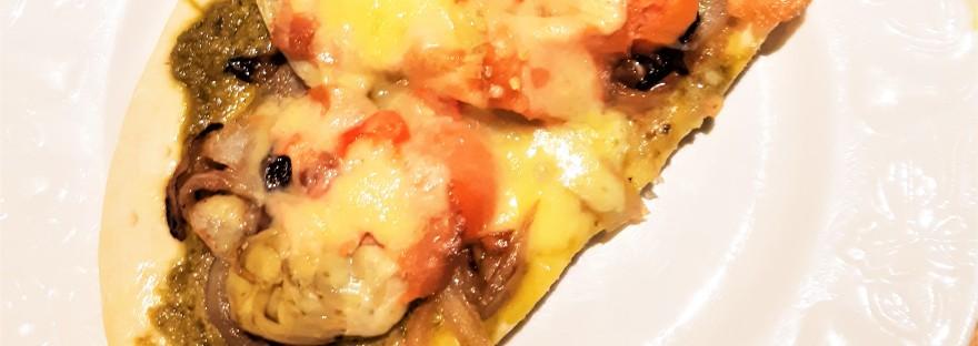 Smoked salmon pesto pizza
